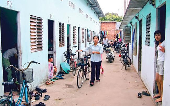 Hàng nghìn người lao động thu nhập thấp đang phải sống trong những xóm trọ không đảm bảo về an ninh, lẫn cơ sở vật chất.