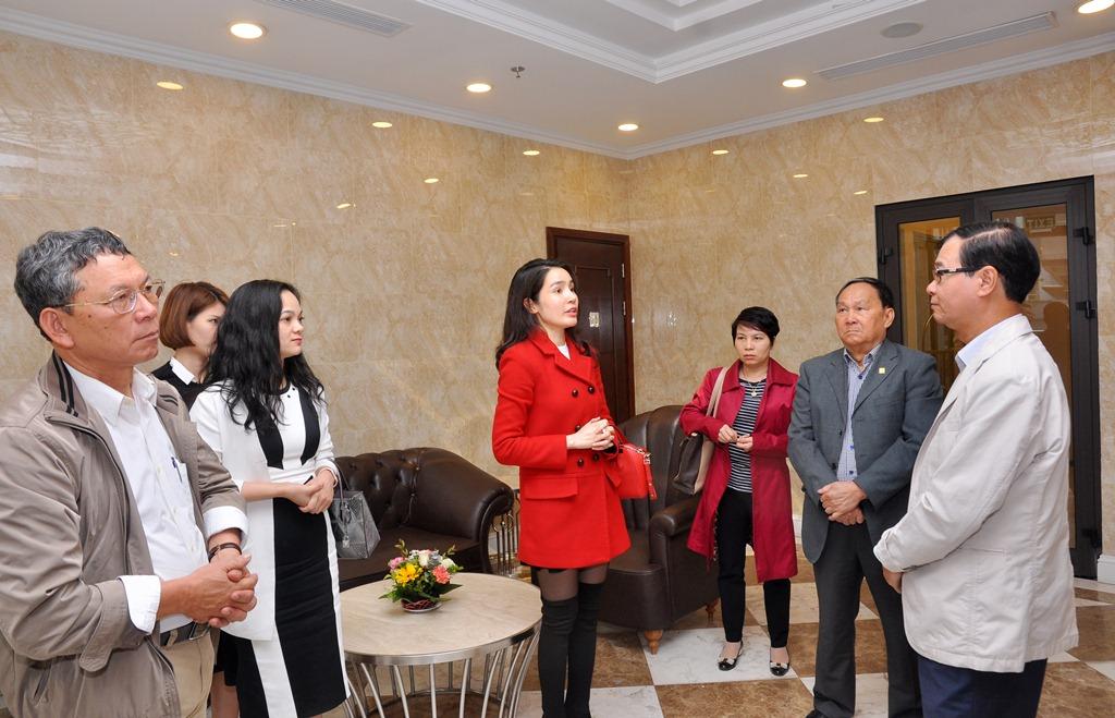 Đại diện Tân Hoàng Minh giới thiệu sơ bộ về dự án