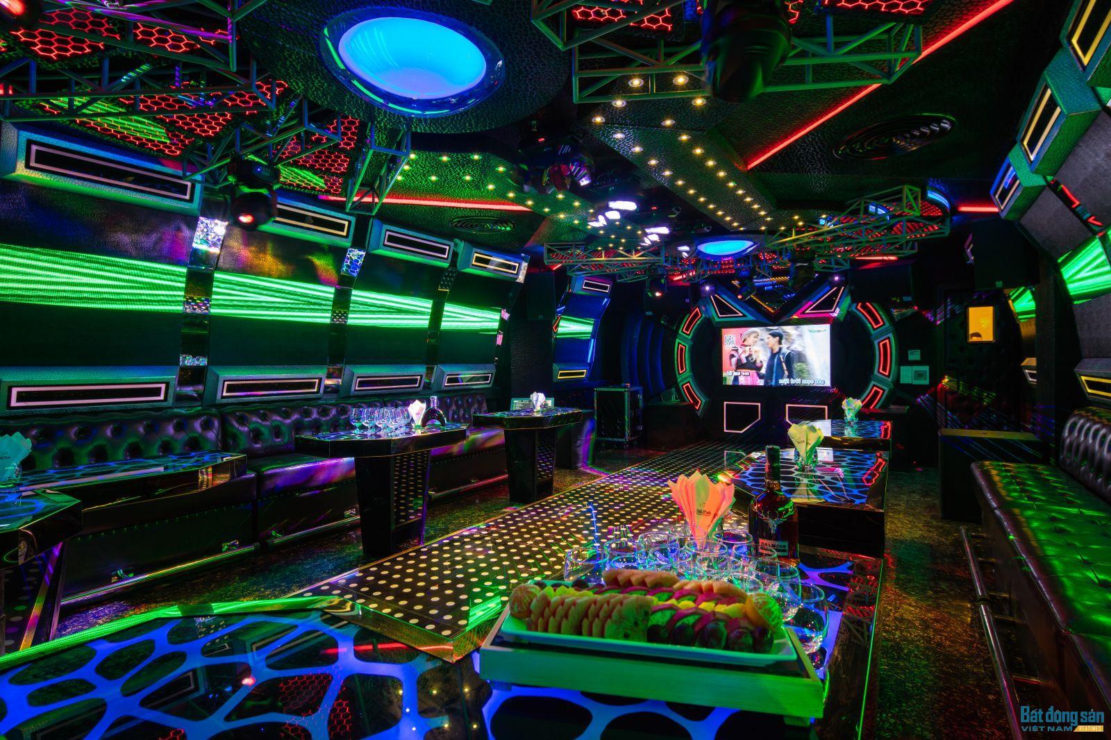 Phòng Karaoke phục vụ nhu cầu giải trí của du khách.