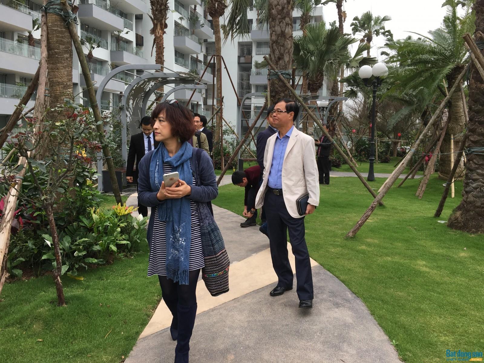 Bà Phạm Thúy Loan và các thành viên Hội đồng giám khảo trong chuyến khảo sát dự án Flamingo Resort Đại Lải.