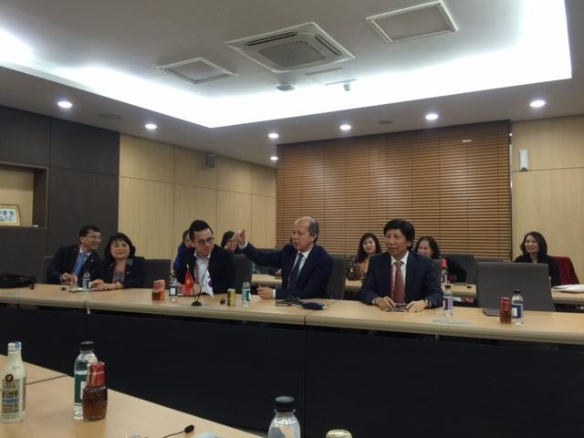 Lãnh đạo VnREA làm việc tại Hàn Quốc.