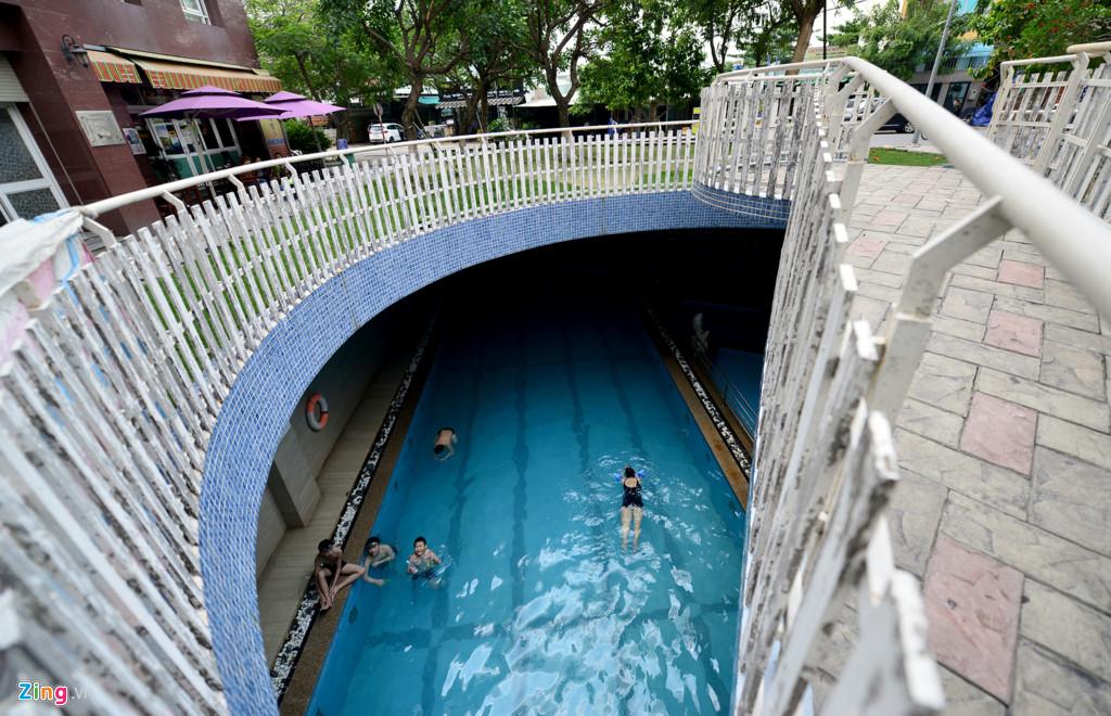Bể bơi dành cho toàn bộ cụm chung cư này được thiết kế ngầm phía dưới cùng bãi đỗ xe của 2 chung cư Thái An 1&2. Giá vé để bơi tại đây là 25.000 đồng.
