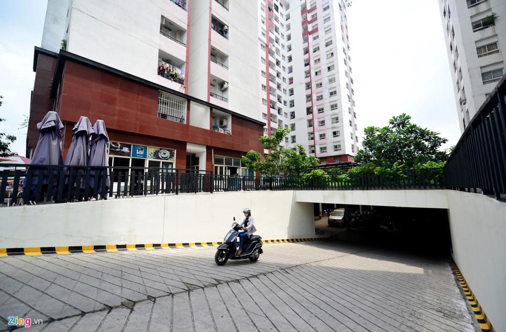 Toàn bộ cụm chung cư có 2 hầm để ôtô và xe máy khá rộng và thoáng.