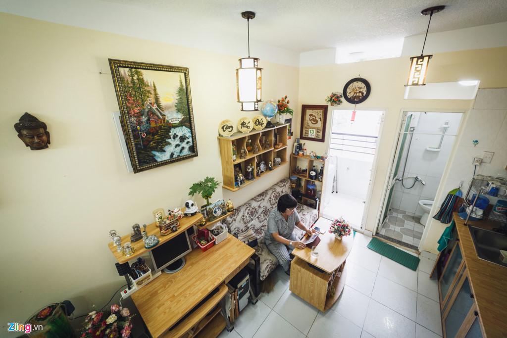 Bà Nguyễn Thị Diệu (54 tuổi, chủ căn hộ có diện tích 22 m2 gồm ban công) tại tầng 15, cho biết đã mua căn này từ năm 2013 với giá 350 triệu đồng