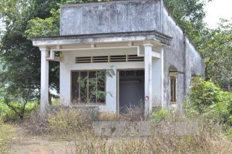 Một ngôi nhà bỏ hoang nằm trong vùng dự án sân bay Long Thành. Ảnh: Công Phong/TTXVN