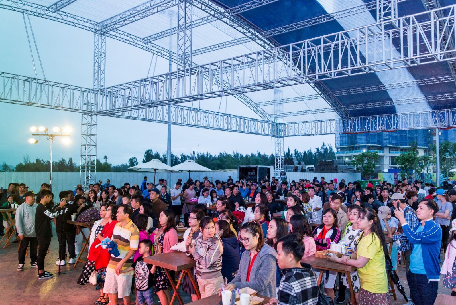 Chương trình thu hút sự quan tâm của nhiều khán giả.