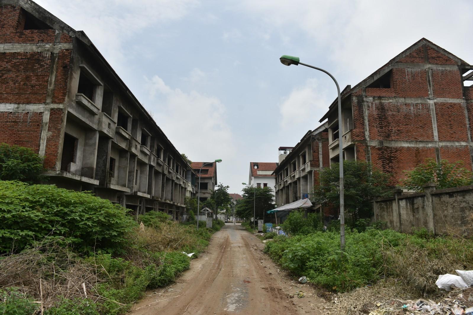Không chỉ riêng Mê Linh, nhiều nơi khác cũng rơi vào tình cảnh bỏ hoang cả thập kỷ