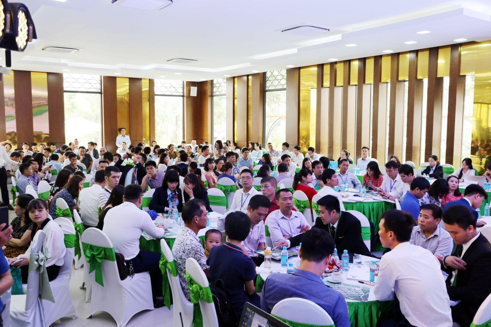 Sự kiện mở bán đợt 2 thu hút hơn 400 khách hàng và nhà đầu tư tham dự