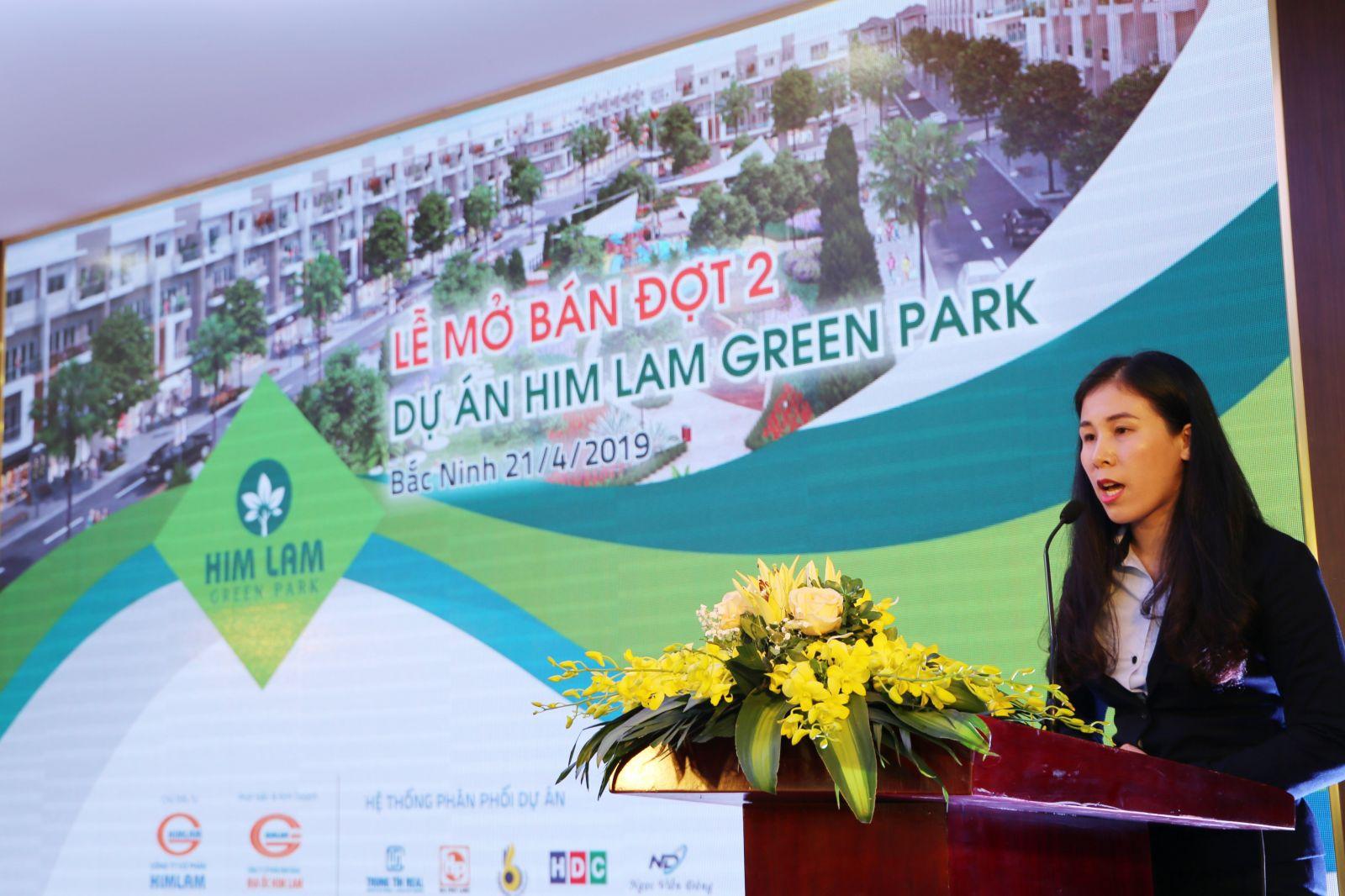 Bà Đỗ Thị Hằng – Giám đốc Kinh doanh, Công ty cổ phần Kinh doanh Địa ốc Him Lam phát biểu tại buổi lễ