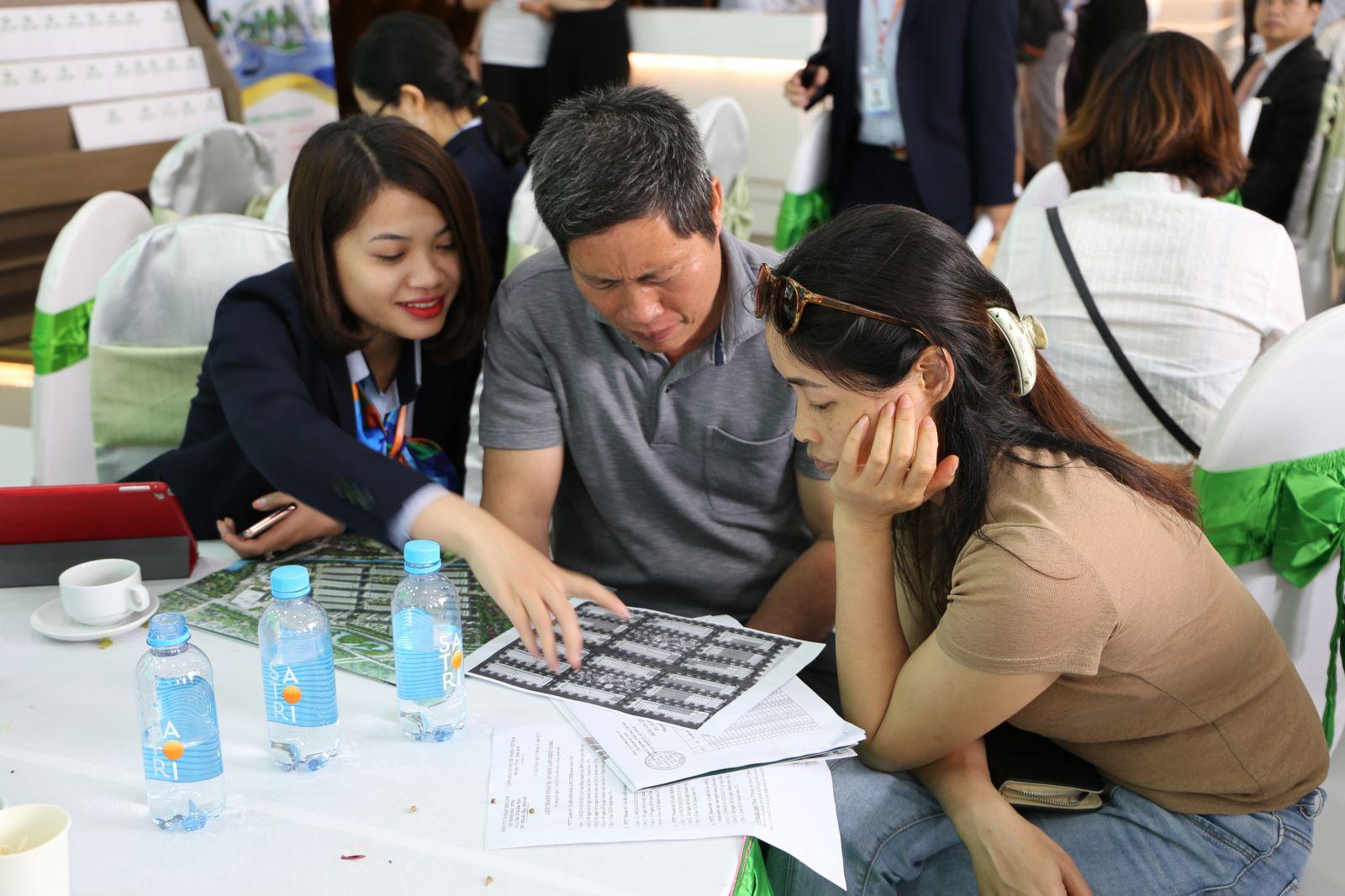 Ngay tại buổi lễ mở bán đợt 2, nhiều khách hàng đã quyết định lựa chọnp/Him Lam Green Park