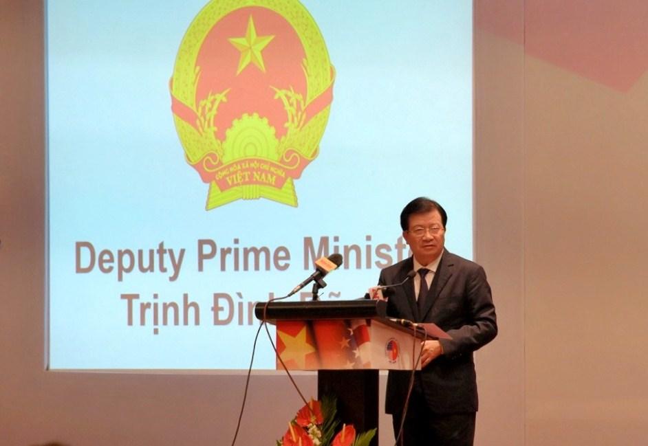 Ảnh 1: Phó Thủ tướng Chính phủ Trịnh Đình Dũng phát biểu tại Hội nghị