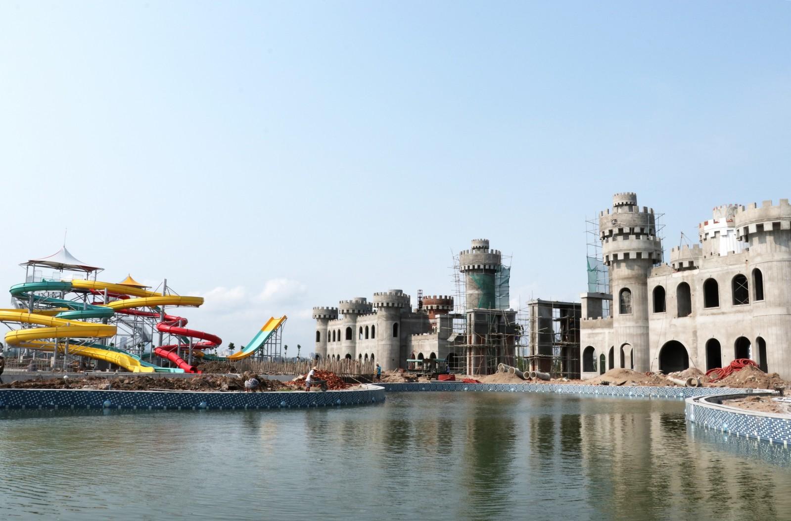Khu vực lâu đài trò chơi đang dần được hoàn thiện