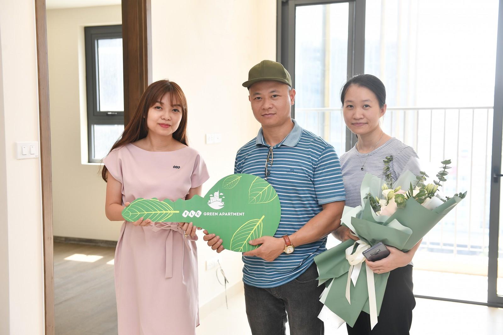Gia đình anh Lưu Quang Dự nhận bàn giao căn hộ
