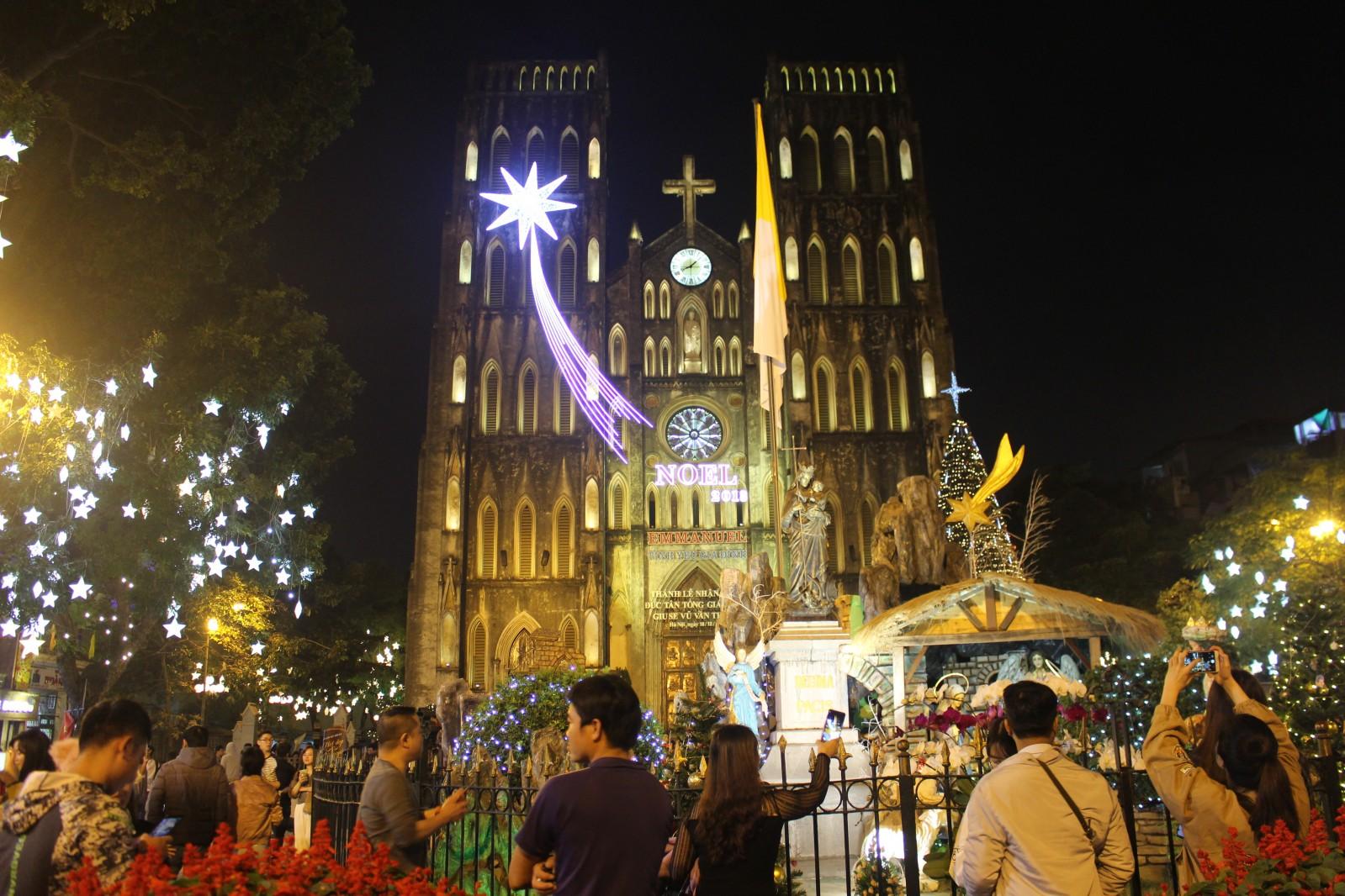 Nhà thờ lớn - một trong những nhà thờ cổ kính nhất ở Thủ Đô (40 phố Nhà Chung, Hoàn Kiếm, Hà Nội ) vốn là địa điểm quen thuộc để đón lễ giáng sinh