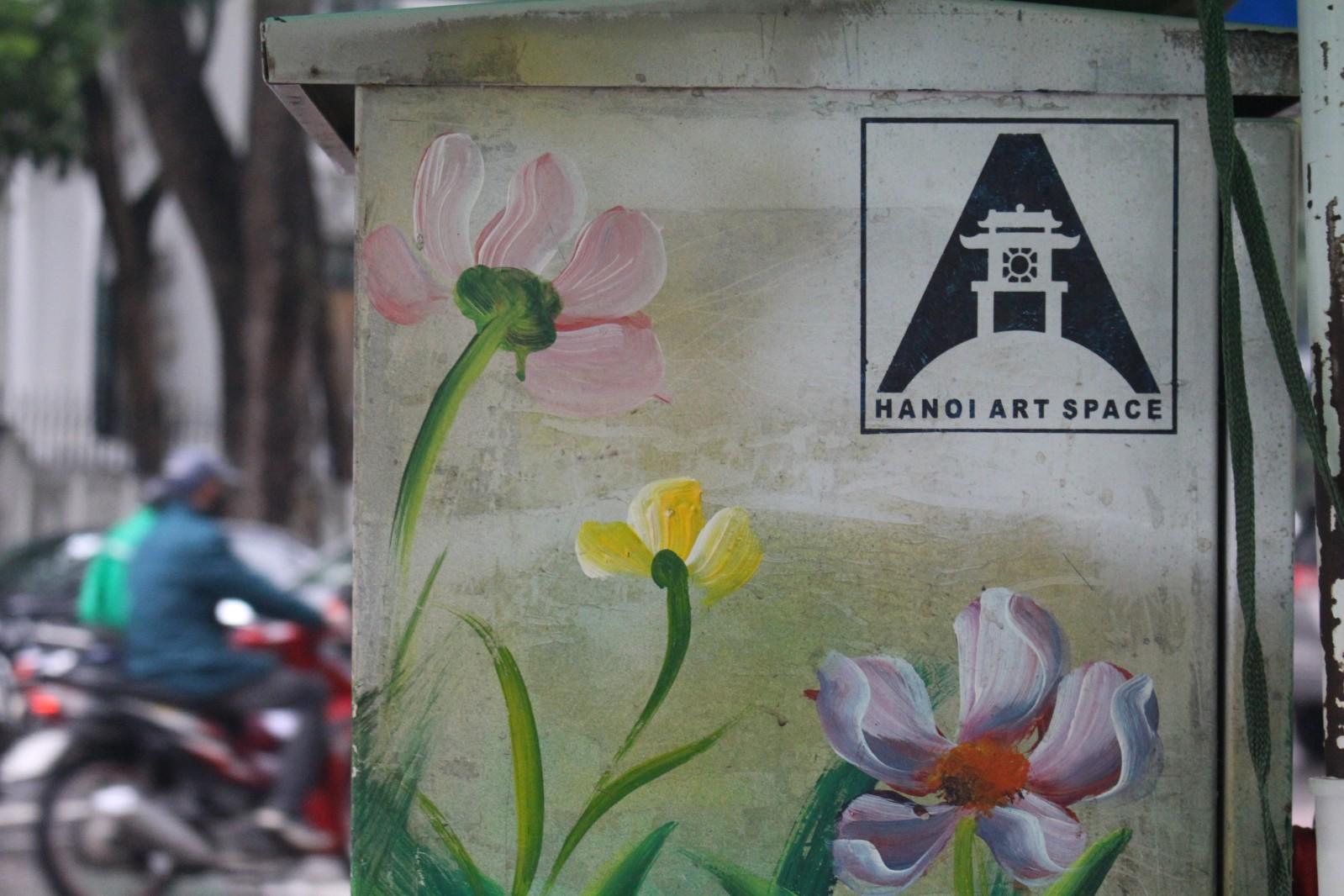 Với mục đích làm sạch các bốt điện, kêu gọi ý thức người dân, mong muốn mọi người không dán quảng cáo lên những bốt điện CLB Hanoi Art Space đã tình nguyện tham gia vẽ, mang đến bộ mặt hợp với mỹ quan đô thị hơn cho các bốt điện