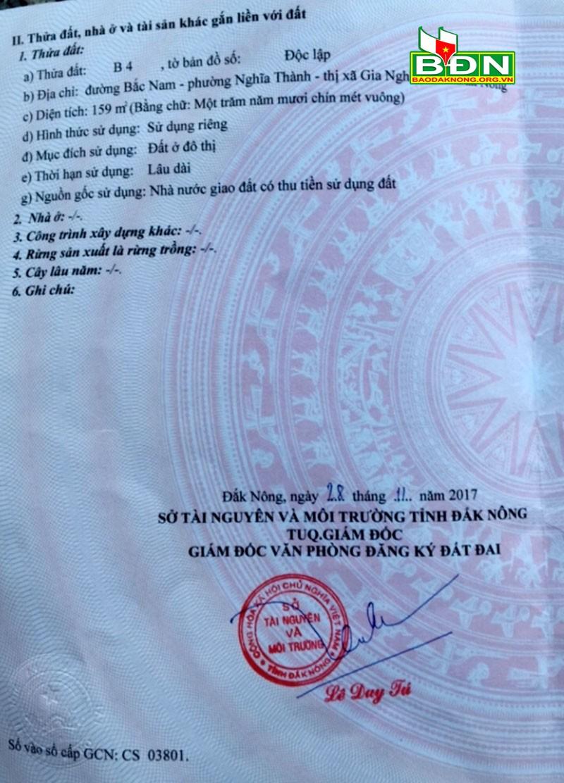 Ông Lê Duy Tú khẳng định chữ ký trong GCNQSDĐ do ông N.V.H chụp lại không phải của mình.