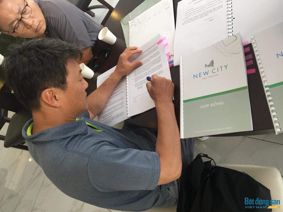 Mặc dù chưa được cơ quan chức năng cấp phép nhưng Thuận Việt vẫn ký hợp đồng mua bán với khách hàng