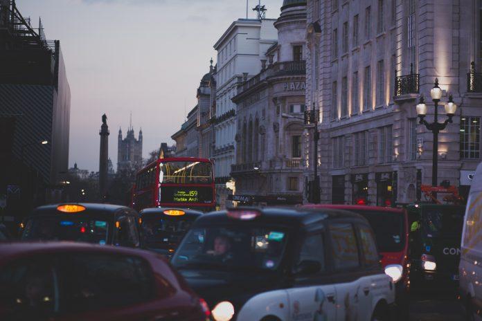 Tắc đường kinh hoàng ở Anh