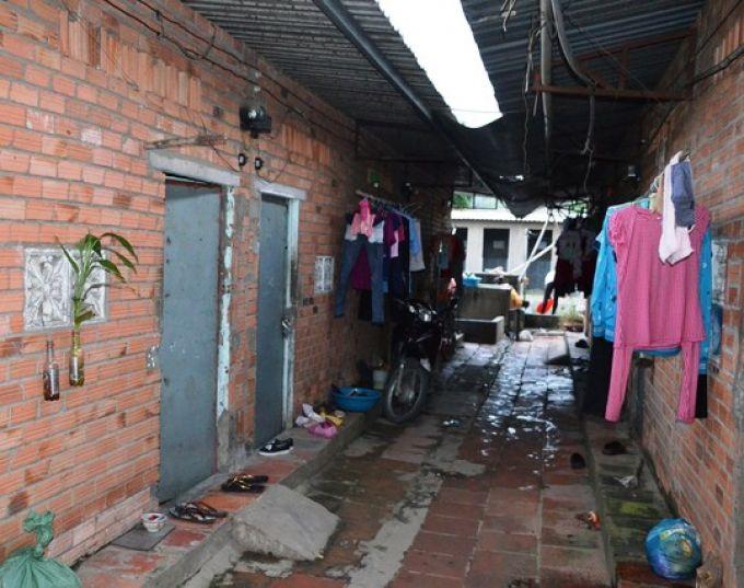 Nhiều người đang phải sống ở các khu nhà trọ tạm bợ