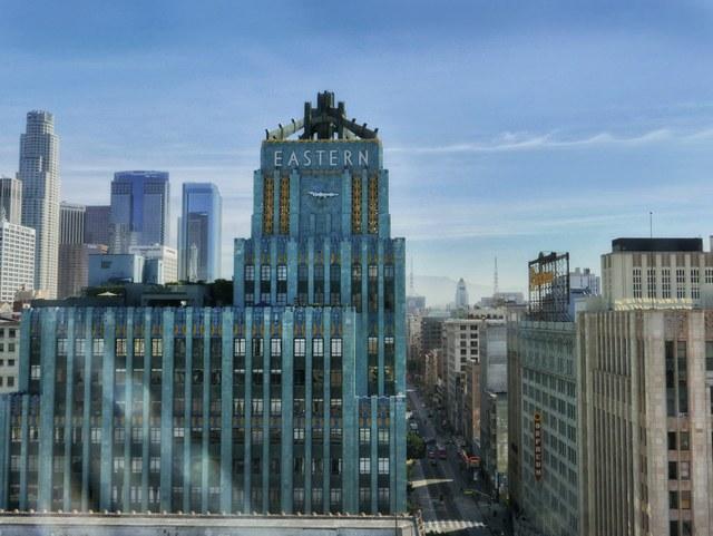Tòa nhà Guardian. Detroit: Được kiến trúc sư Wirt C. Rowland thiết kế, tòa nhà Guardian mang nhiều đặc điểm của phong cách Art Deco như cấu trúc cột ngoài, tranh tường, mặt tiền bằng kính,v.v… Kể từ khi được hoàn thành vào năm 1929, tòa nhà đã được sử dụng liên tục từ đó đến nay.