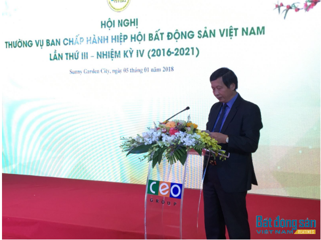 Ông Đỗ Viết Chiến báo cáo đánh giá thị trường và công tác hoạt động của Hiệp hội năm 2017.