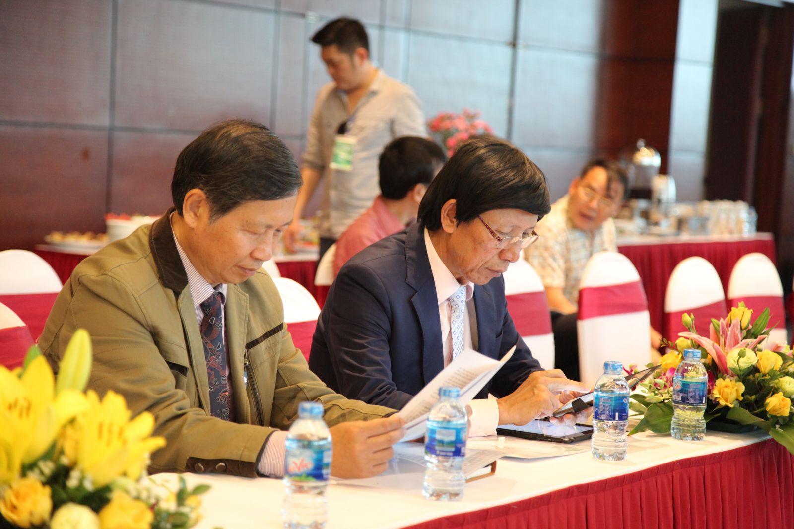 Ông Đỗ Viết Chiến, Tổng thư ký Hiệp hội Bất động sản Việt Nam và ôngPhan Hữu Thắng, Chủ tịch Hiệp hội Bất động sản Việt Nam