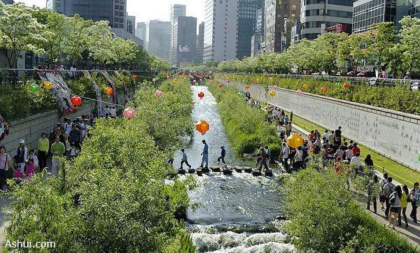Sông Cheonggye-cheon đã trở thành một nơi dạo bộ quen thuộc của người dân Seoul