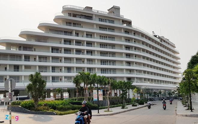 Khách sạn hình con tàu ở Phú Quốc. Ảnh: Việt Tường.