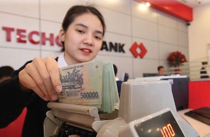 Lãi suất cao nhất tại Techcombank là 7%/năm dành cho các khoản tiền gửi kỳ hạn từ 12 tháng trở lên và số tiền gửi từ 3 tỷ đồng trở lên. Ảnh: Nguồn Techcombank.