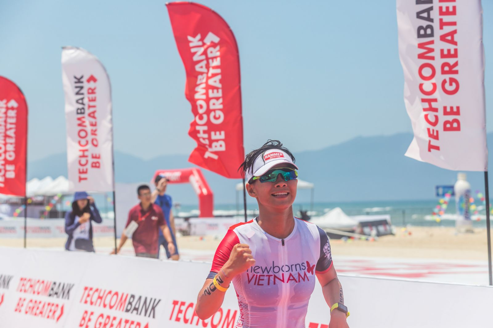 Chưa hết Ngân còn trở thành đại diện nữ Việt Nam tham gia giải Vô địch Thế giới tại Nam Phi cùng năm ở tuổi 24. Đây chính là quả ngọt hoàn toàn xứng đáng với ý chí kiên định của cô gái phi thường này.