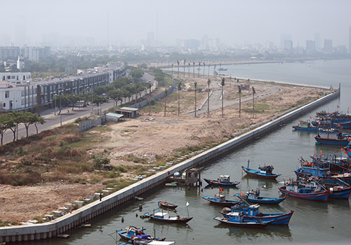 Dự án bất động sản lấn sông Hàn (Đà Nẵng) đã được thành phố điều chỉnh quy hoạch giảm mật độ xây dựng nhà cao tầng. Ảnh: Nguyễn Đông.