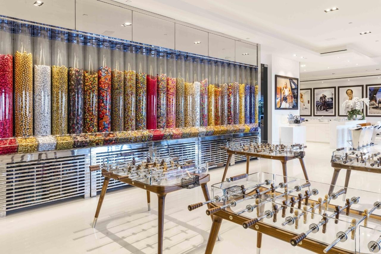 Căn phòng được phủ bởi 200 nghìn đô-la tiền...kẹo.