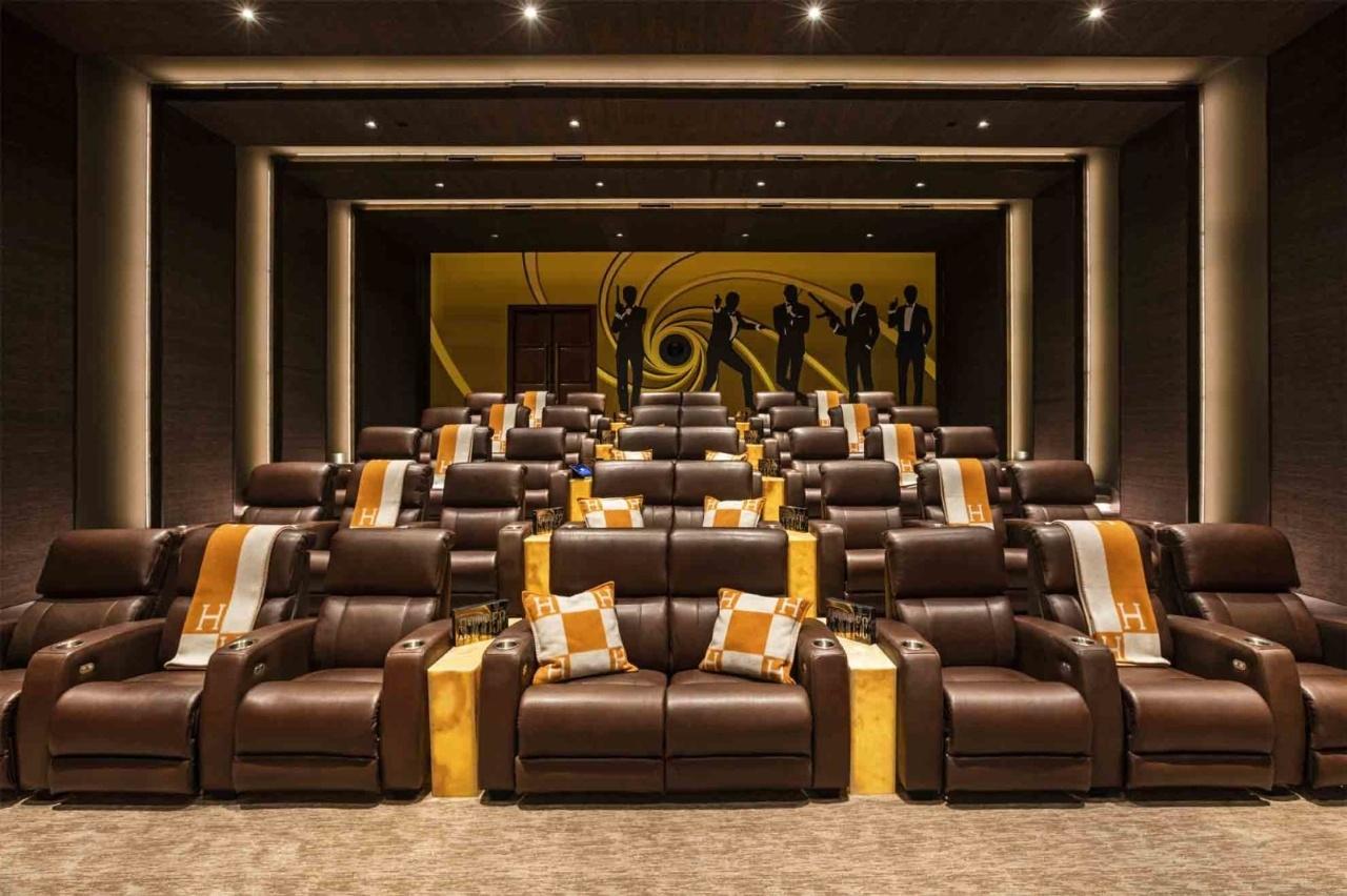 Rạp chiếu phim mini dành cho 40 người chỉ chiếu những bộ phim về nhân vật James Bond