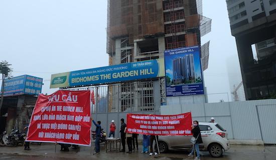 Khách hàng đấu tranh đòi quyền lợi tại chân dự án Bidhomes The Garden Hill.