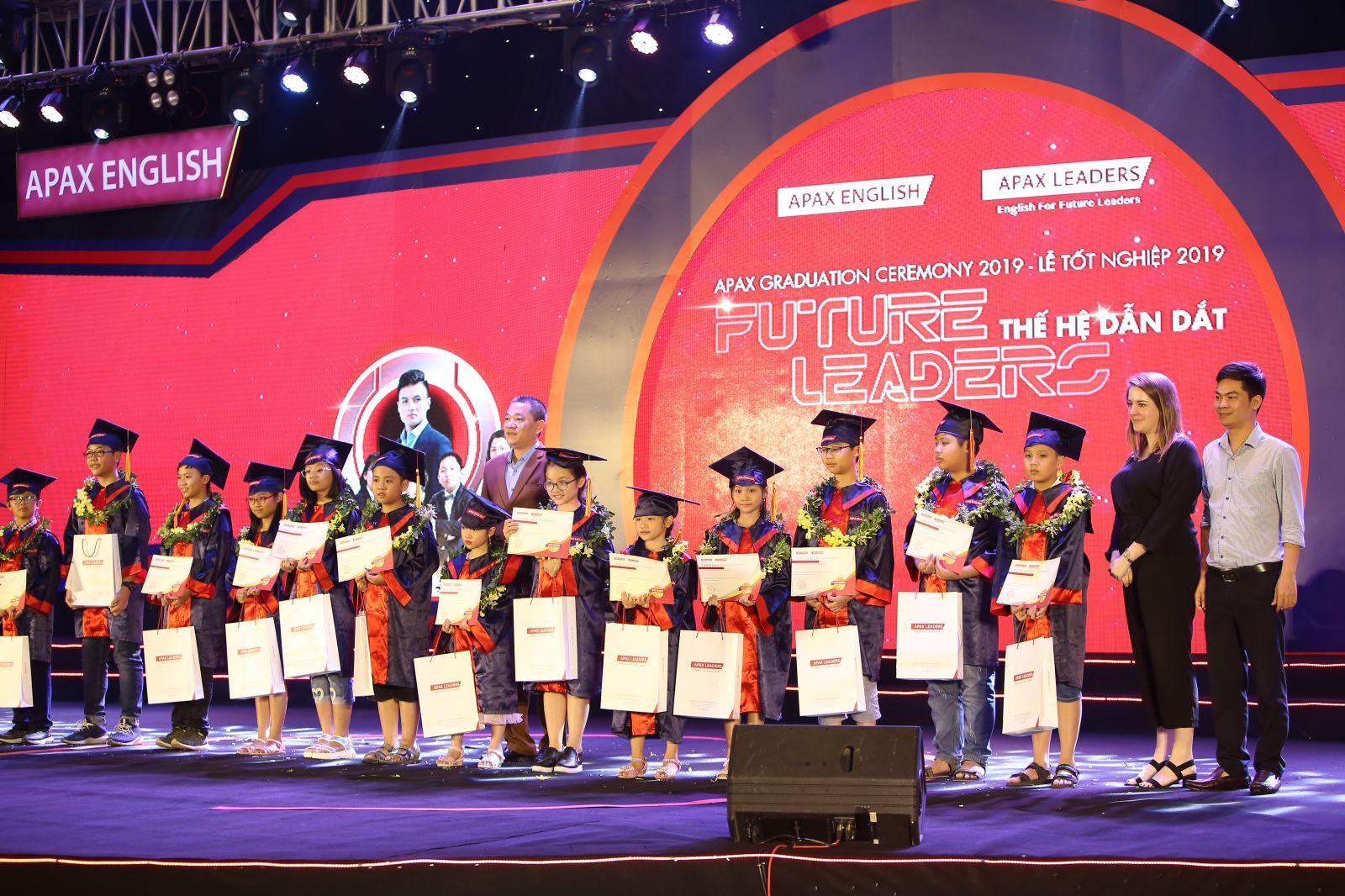 Học sinh Apax English trải qua Lễ tốt nghiệp đầy ấn tượng