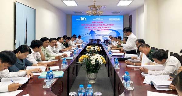 Ông Nguyễn Văn Được Phó Chủ tịch UBND tỉnhp/Long An chủ trì cuộc họp.