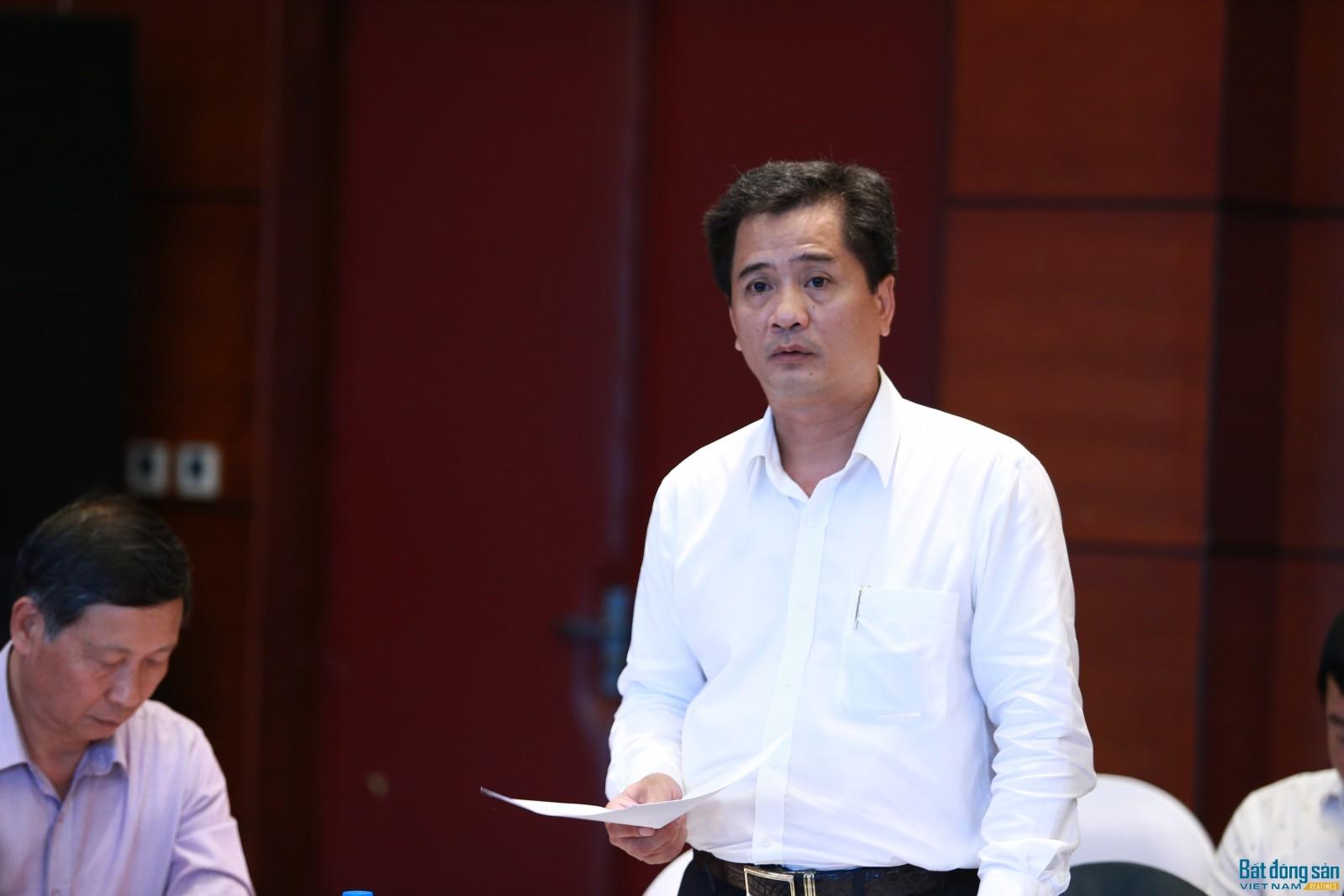 Ông Nguyễn Văn Đính báo cáo nội dung công tác chuẩn bị hậu cần