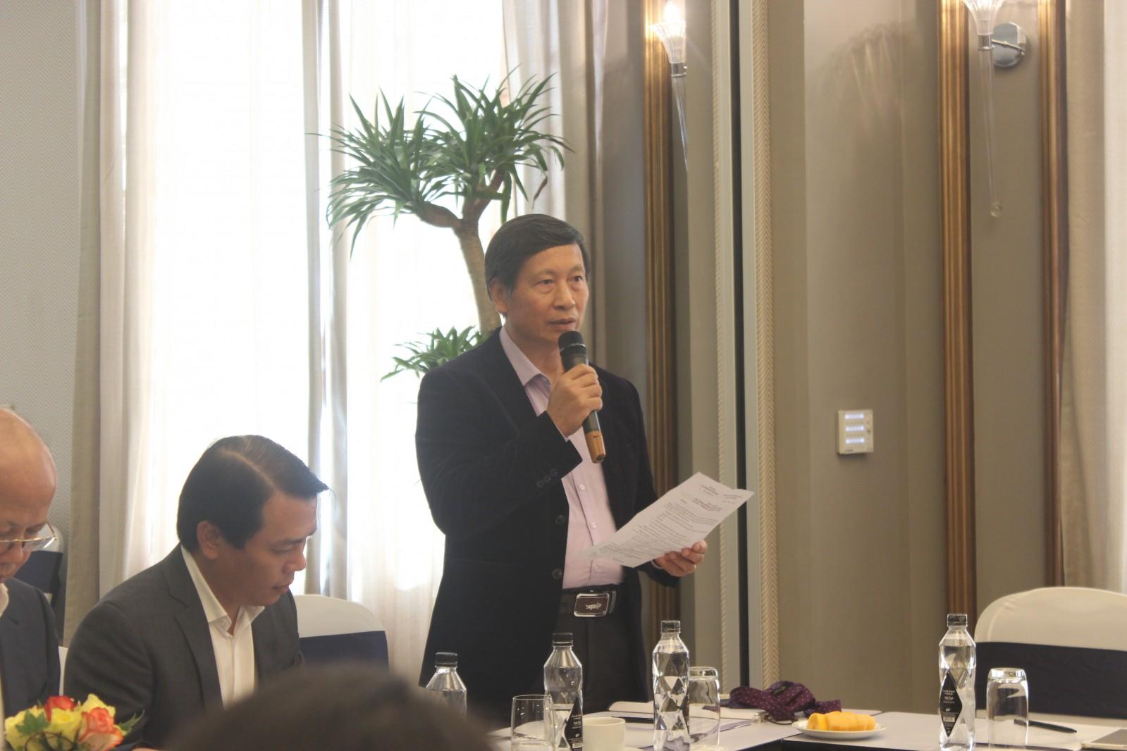 Tổng Thư ký VNREA Đỗ Viết Chiến báo cáo tại hội nghị