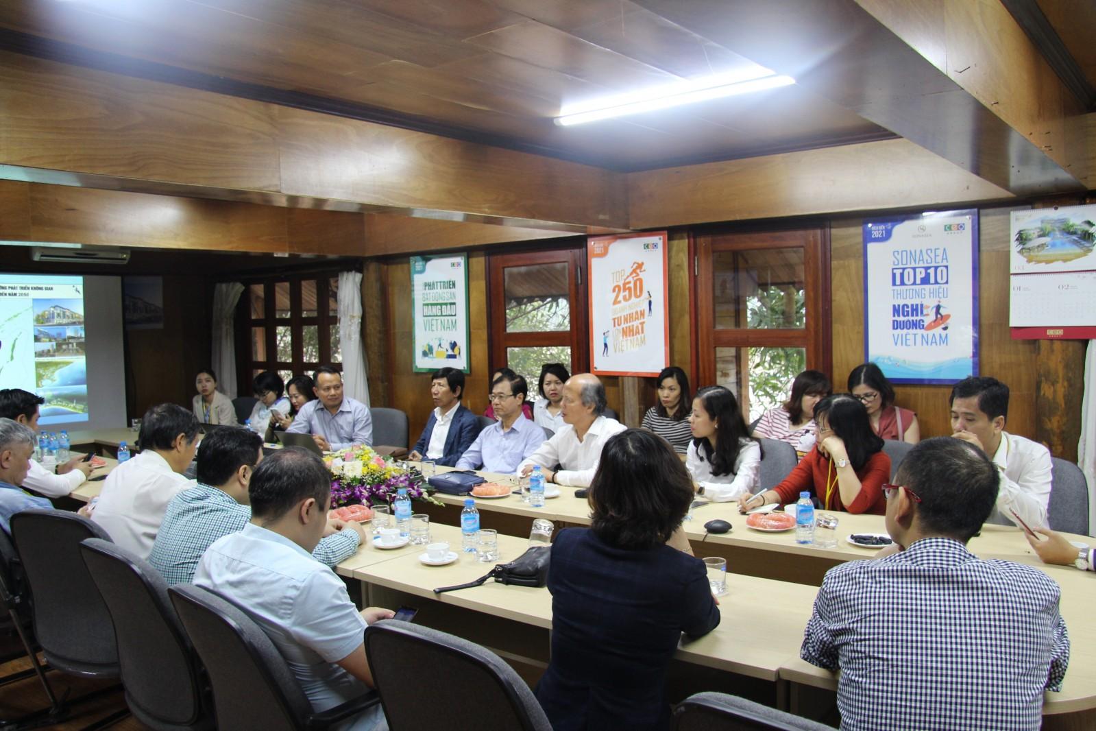 Đoàn làm việc ghé thăm văn phòng tại dự án của Tập đoàn CEO group