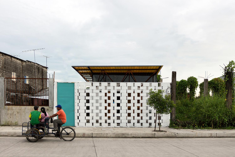 House for Someone Like Me / Natura Futura Arquitectura