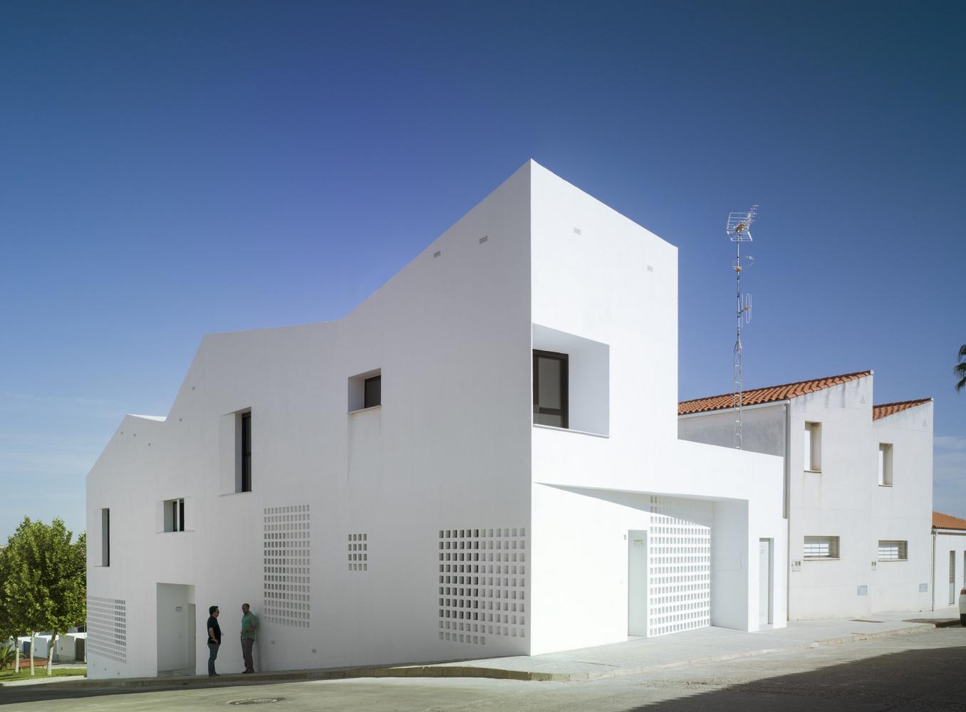 3+2 Social Housing / Antonio Holgado Gómez