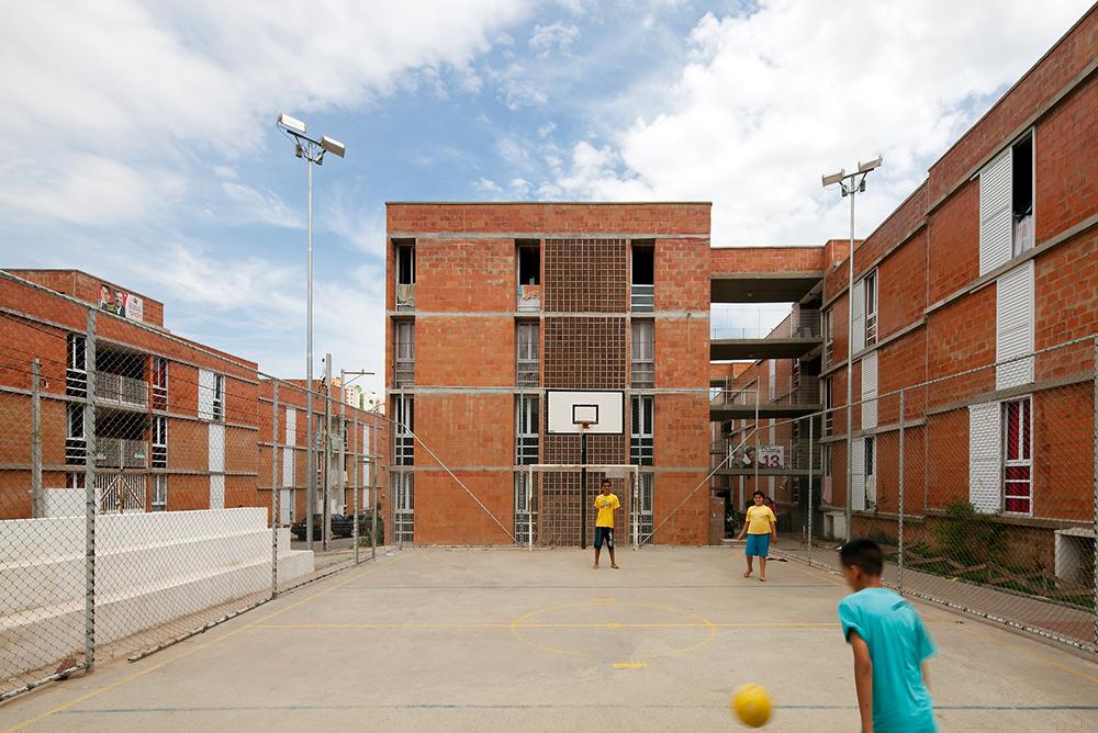 Jardim Vicentina Urbanization / Vigliecca & Associados