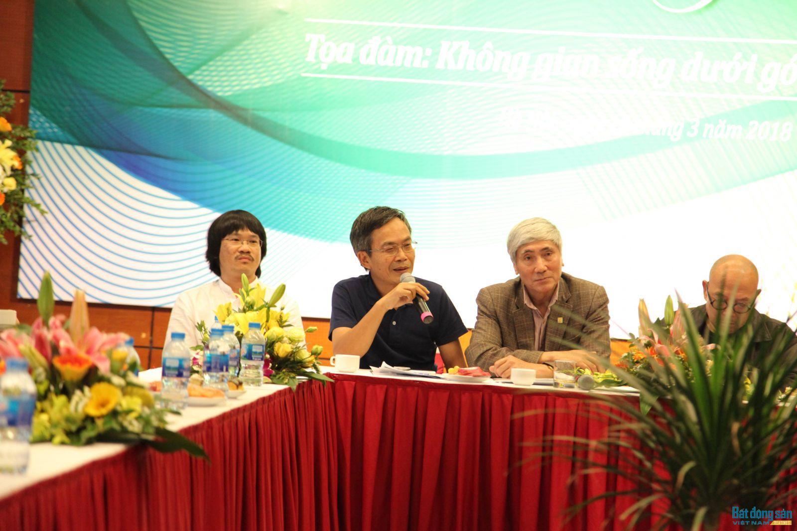 Nhà báo Trần Đăng Tuấn chia sẻ tại Tọa đàm Không gian sống từ góc nhìn văn hóa.