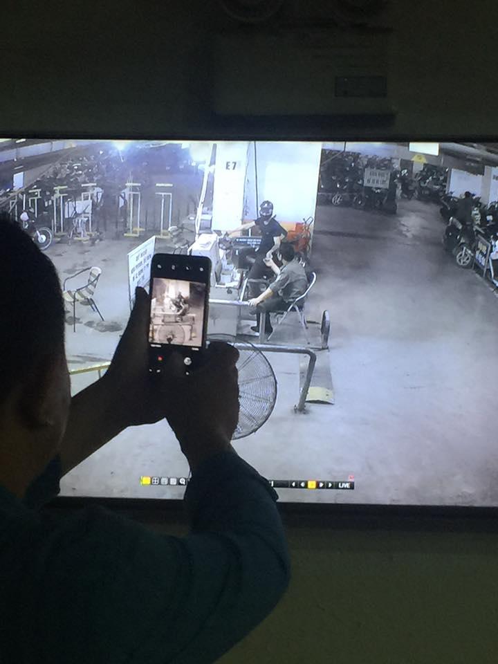 Đối tượng ngang nhiên vào đánh cắp xe của cư dân (Ảnh chụp từ camera do nhân vật cung cấp)