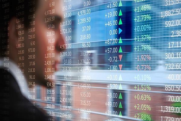 Có nên hưng phấn mua cổ phiếu vào thời điểm này là câu hỏi của nhiều nhà đầu tư