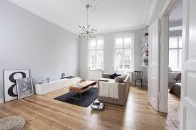 Màu trắng đem lại sự sang trọng cho phòng khách lại hợp với người mệnh Thủy