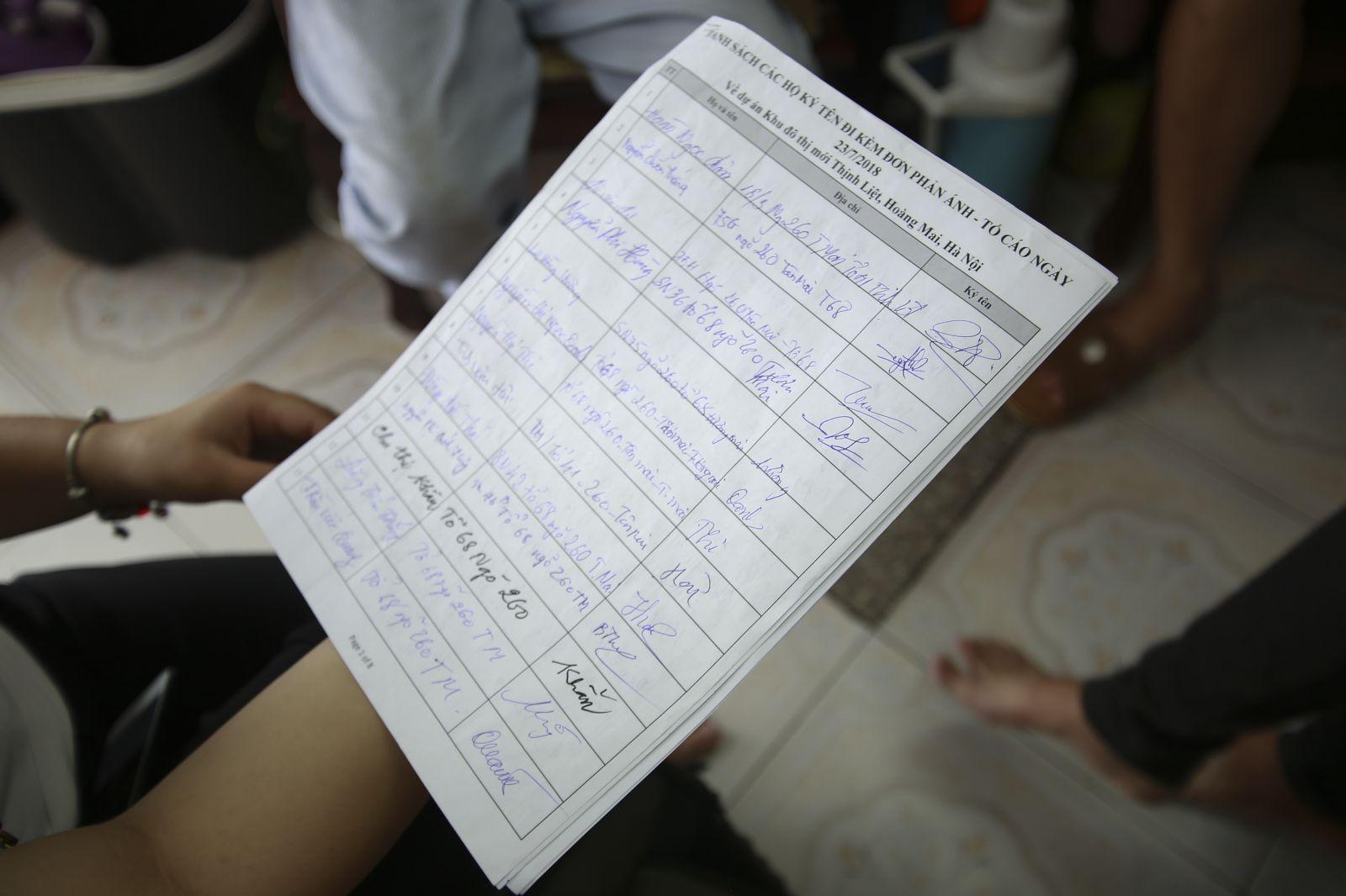 Người dân đã cùng nhau tập hợp chữ kí, gửi đơn kêu cứu lên các cấp chính quyền.