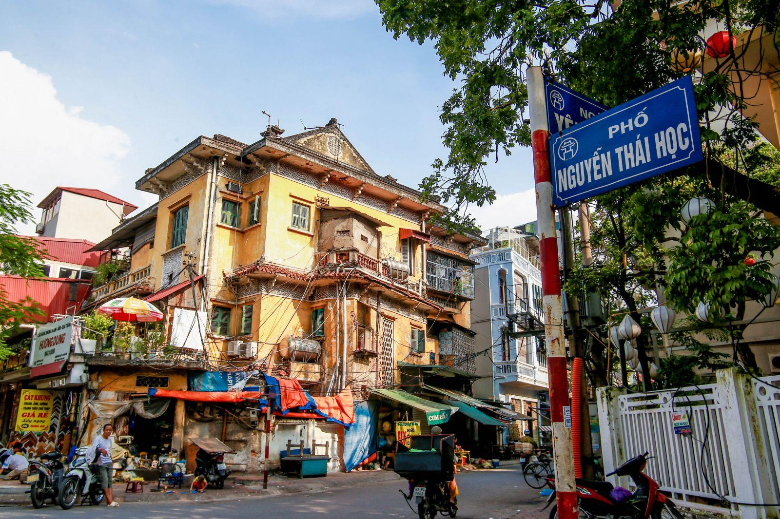 Căn biệt thự ở số 65 Nguyễn Thái Học. Ảnh: Đỗ Linh.