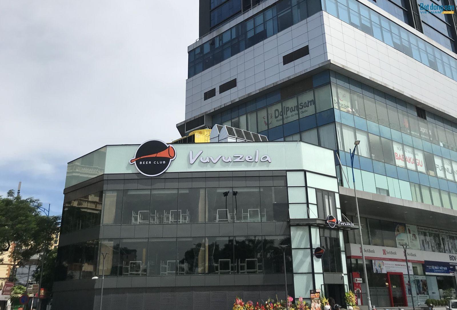 Chủ đầu tư cho quán bia Vuvuzela thuê lại 2 tầng hộp kỹ thuật tòa nhà (tầng 2 và tầng 3) để kinh doanh.