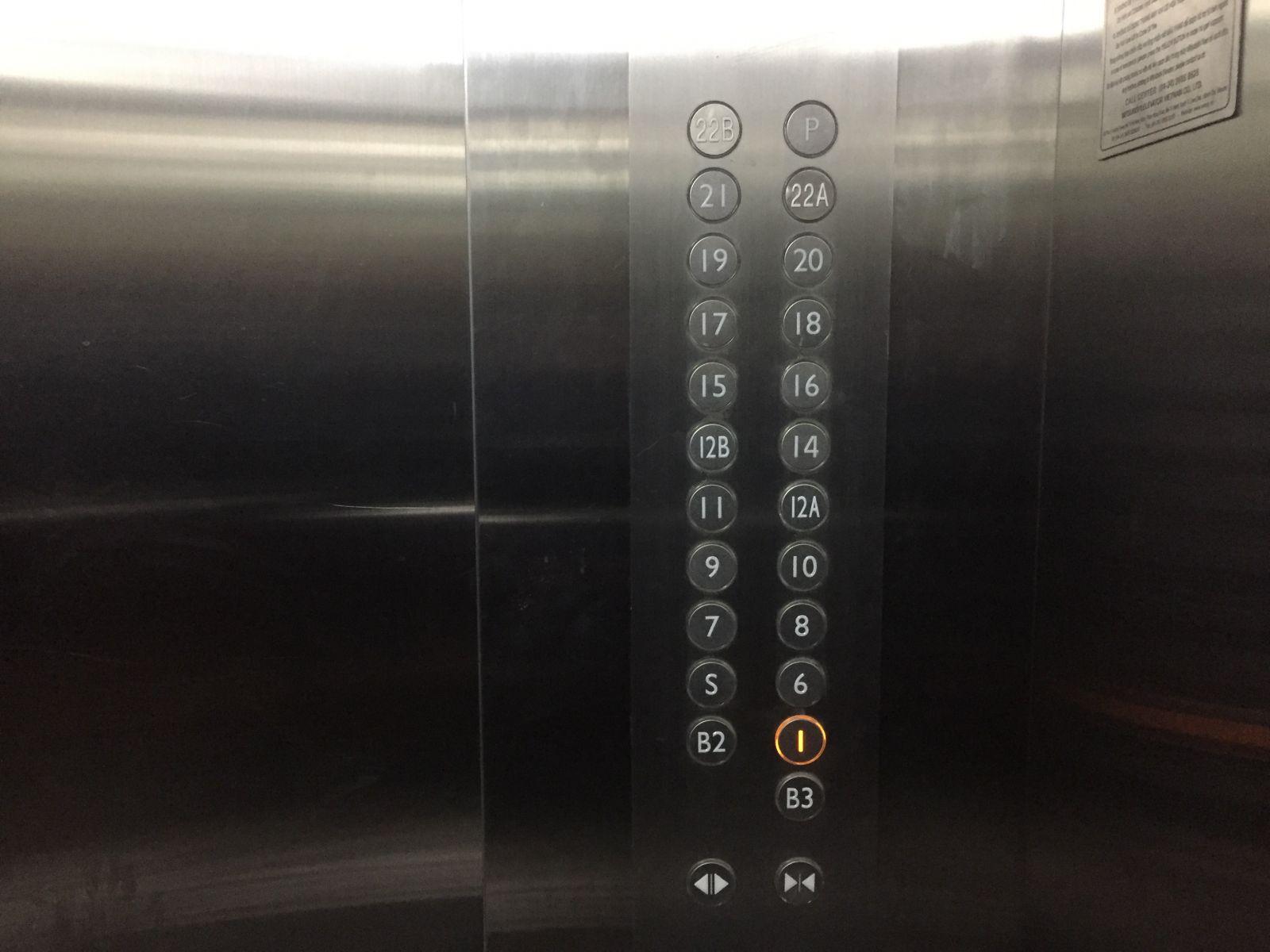 nhưng thang máy lại không có phím bấm tầng 24, 25, 26, 27.